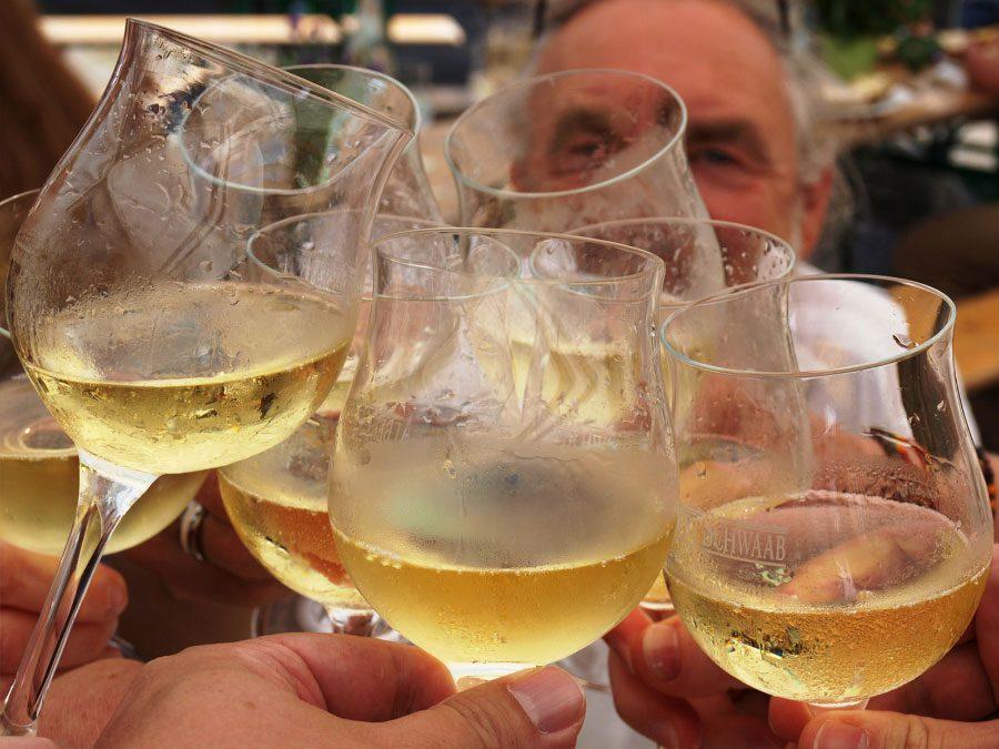 Weinfest auf dem Rathausplatz vom 3. – 5. August 2018