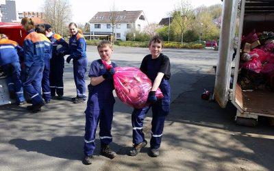 """Müllsammelaktion des Stadtmarketingvereins """"Lehrte putzt sich raus"""" 2018"""